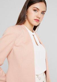 Vero Moda - VMJANEY SHORT  - Blazer - misty rose - 3