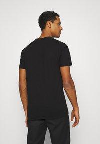 Ellesse - SMALL LOGO PRADO - Print T-shirt - black - 2
