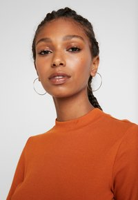 Monki - SAMINA - Langærmede T-shirts - orange dark solid - 3