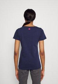 Triple2 - TUUR EEN BIKE - Print T-shirt - peacoat - 2
