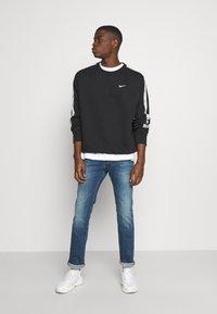 Nike Sportswear - REPEAT CREW - Sweatshirt - black/silver - 1