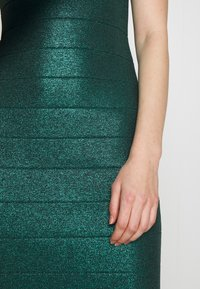 Hervé Léger - MOCK NECK DRESS - Sukienka etui - green - 6