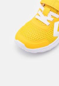 Hummel - ACTUS JR - Baskets basses - yellow - 5