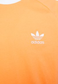 adidas Originals - ADICOLOR CLASSICS 3-STRIPES LONG SLEEVE TEE - Långärmad tröja - hazy orange - 2