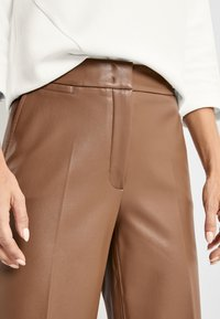 Gerry Weber - Leather trousers - toffee - 2
