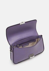 MICHAEL Michael Kors - BRADSHAW - Handbag - orchd - 3