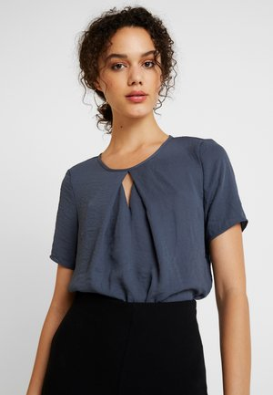 VMZIGGA CUTOUT - Basic T-shirt - ombre blue