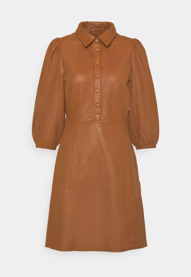 YASRUVENDA DRESS ICON - Sukienka koszulowa - tortoise shell