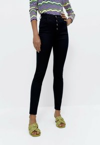 Uterqüe - MIT HOHEM BUND 00110651 - Jeans Skinny Fit - blue - 0
