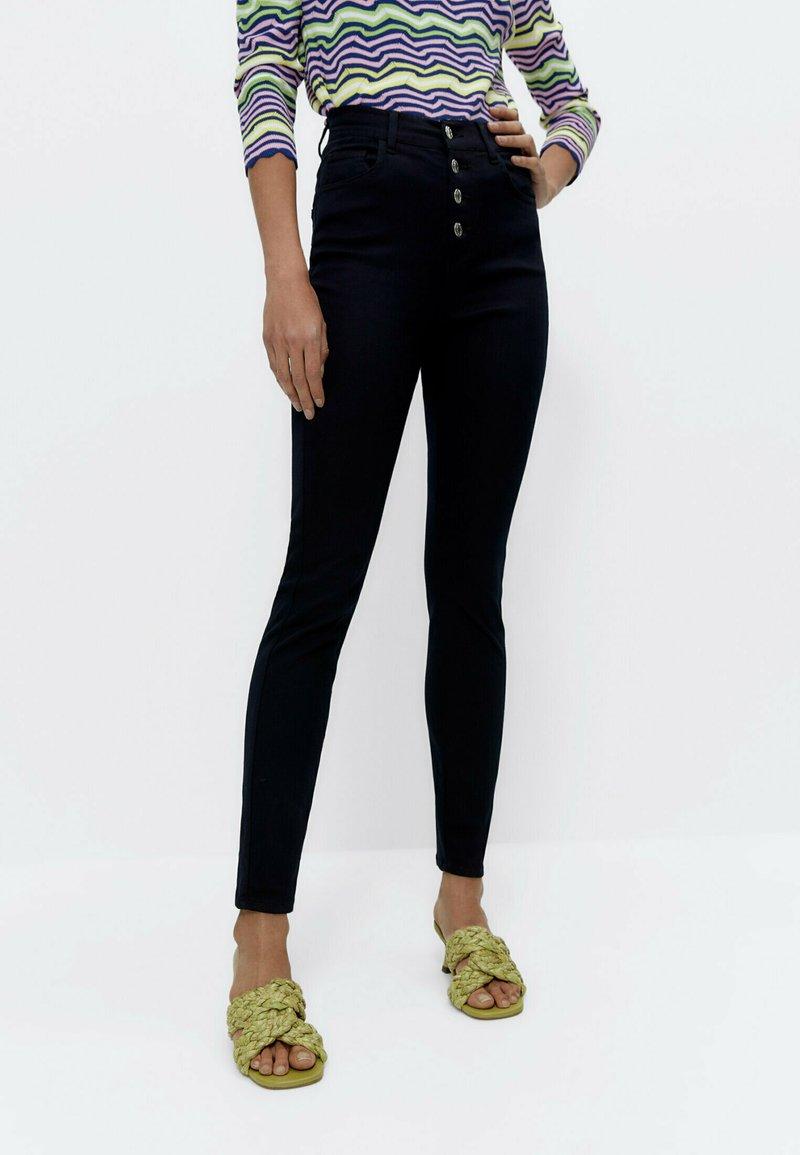 Uterqüe - MIT HOHEM BUND 00110651 - Jeans Skinny Fit - blue