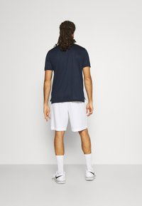 Lacoste Sport - TENNIS SHORT - Urheilushortsit - white/navy blue - 2