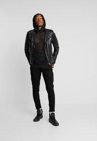 Weekday - KIT FACE HOODIE - Bluza z kapturem - black - 1