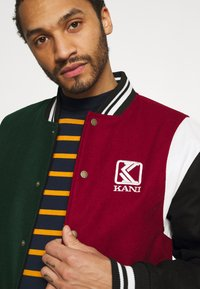 Karl Kani - BLEND COLLEGE JACKET - Bomber Jacket - darkred - 3