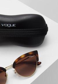 VOGUE Eyewear - Solbriller - havana/pale gold-coloured - 3