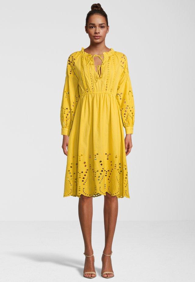 Vestito elegante - yellow
