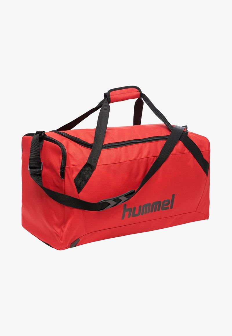 Hummel - CORE SPORTS BAG - Sportstasker - true red/black
