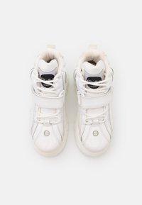 Buffalo London - Sneakersy wysokie - white - 5