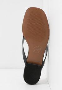 Who What Wear - CALI - Sandalias de dedo - black - 6