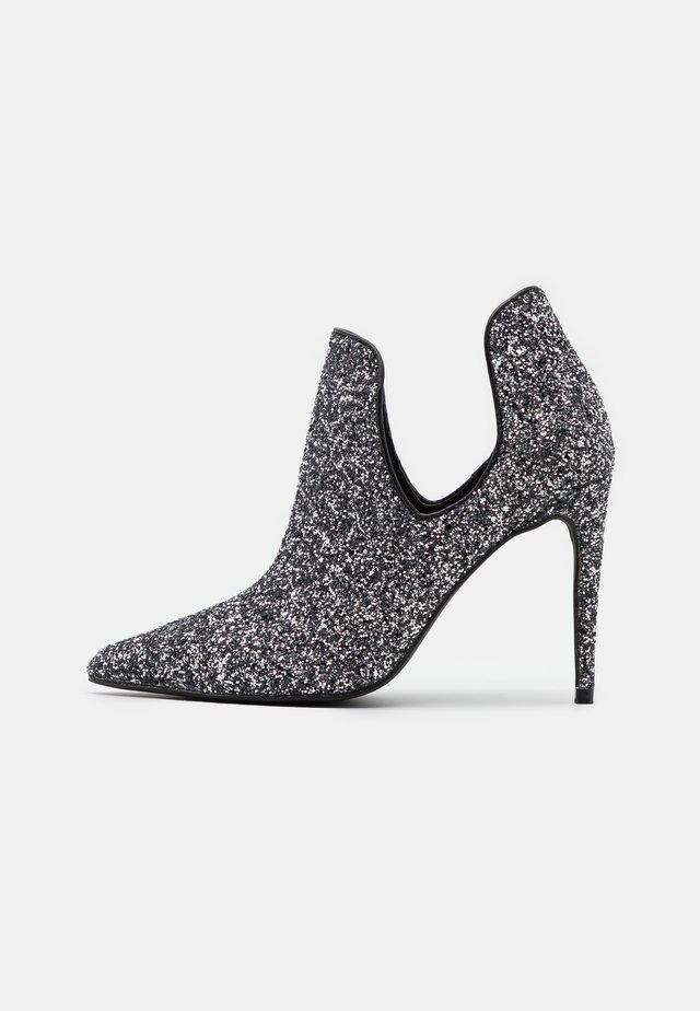 SPARKLE POINTY  - Botines de tacón - black/glitter