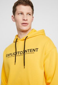 Pier One - Kapuzenpullover - yellow - 3