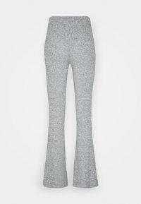 Vero Moda - VMKAMMA FLARED PANT - Bukser - light grey melange - 1