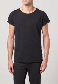Resteröds - JIMMY - Basic T-shirt - black - 2