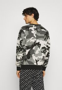 Diesel - UMLT-WILLY SWEAT-SHIRT - Pyjama top - camouflage grey - 2