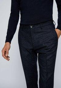 BOSS - Pantaloni eleganti - dark blue - 3