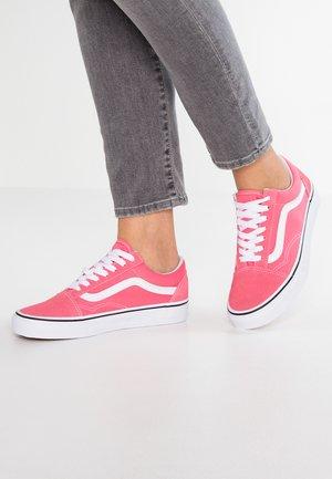 OLD SKOOL - Baskets basses - strawberry pink/true white