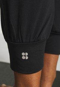 Sweaty Betty - GARY  YOGA TROUSER - Pantalones deportivos - black - 4
