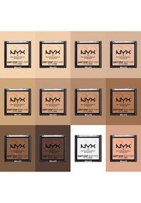Nyx Professional Makeup - CAN'T STOP WON'T STOP MATTIFYING POWDER - Poudre - 04 medium - 3