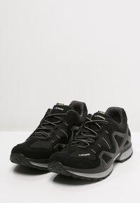 Lowa - GORGON GTX - Chaussures de marche - schwarz/anthrazit - 2