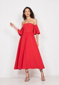 True Violet - BANDEAU FIT &AMP - Cocktail dress / Party dress - red - 3