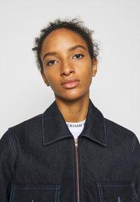 Victoria Victoria Beckham - RAINBOW STITCH HARRINGTON JACKET - Denim jacket - raw - 4