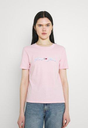 LINEAR LOGO TEE - T-shirts print - romantic pink