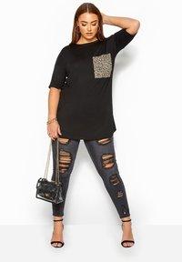 Yours Clothing - Print T-shirt - black - 1