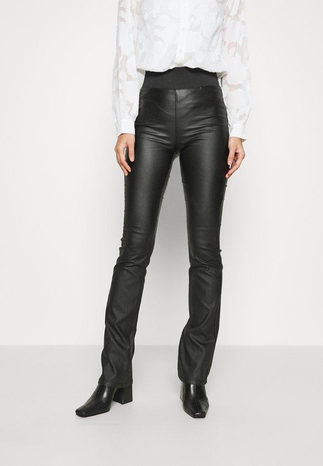 SHANTAL BOOTCUT - Bukse - black