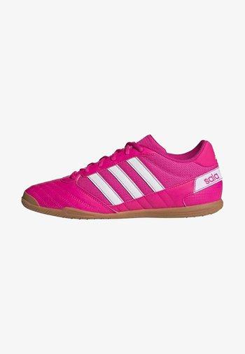 SUPER SALA - Indoor football boots - shopnk/ftwwht/shopnk