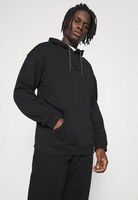 adidas Originals - SILICON HOODY UNISEX - Hættetrøjer - black - 3