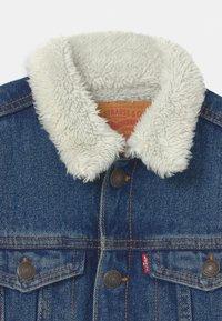 Levi's® - SHERPA TRUCKER - Denim jacket - blue denim - 2