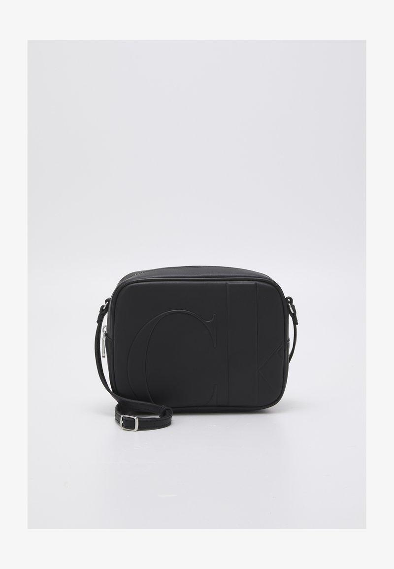 Calvin Klein Jeans - LARGE CAMERA BAG - Taška spříčným popruhem - black