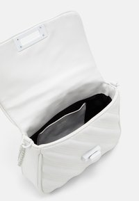 PARFOIS - CROSSBODY BAG CHANDLER - Across body bag - white - 2
