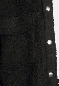 Monki - HAZEL SCALE UP - Short coat - black dark - 4