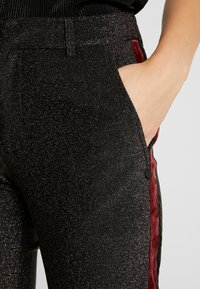 Scotch & Soda - TAPERED PANTS WITH SIDE PANEL - Kalhoty - black - 5