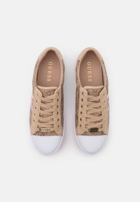 Guess - BARONA - Tenisky - beige/light brown - 5
