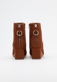 ONLY SHOES - ONLBILLIE LIFE HEELED BOOT  - Botines - rust - 3