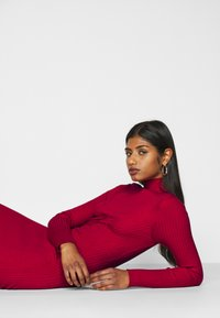 Fashion Union Petite - PHERSON - Strikket kjole - red - 4