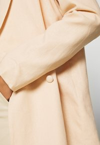 NA-KD - LOOK - Halflange jas - apricot - 6
