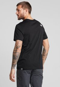 The North Face - NEVER STOP EXPLORING TEE - T-shirt med print - black - 2