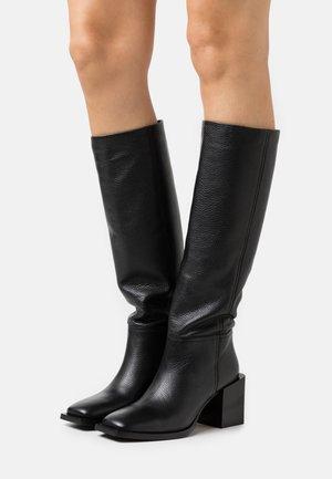 LANDING - Vysoká obuv - black